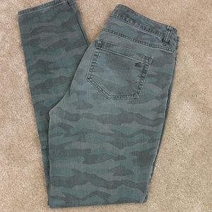 Two by Vince Camuto Camo Skinny Jeans Sz 27
